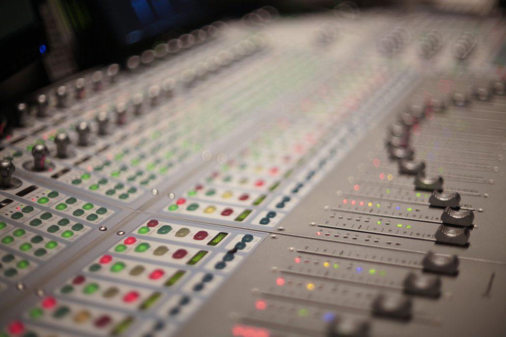Consoles – Mixettes la puce a l'oreille studio